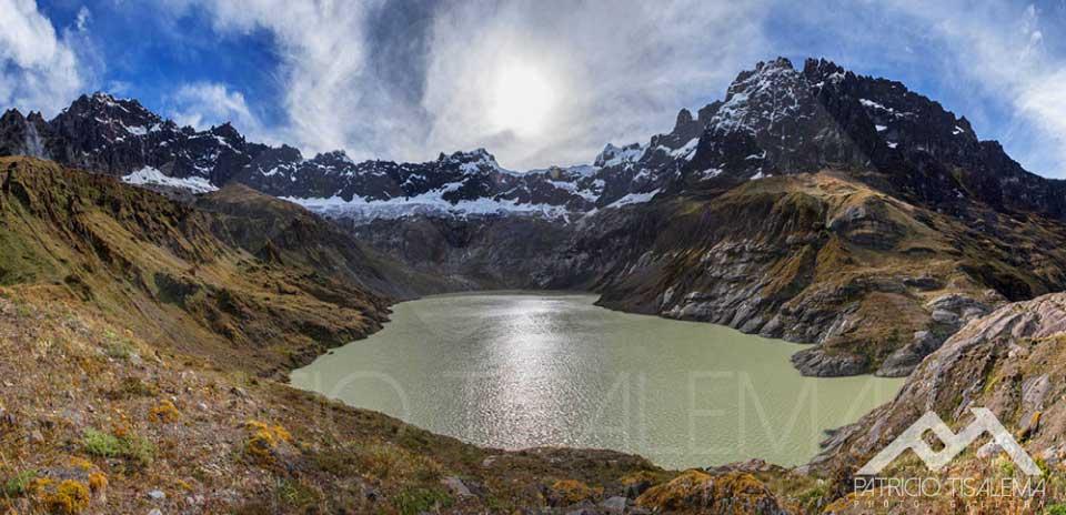 Laguna de Collanes en el interior del cráter del Altar - Ecuador