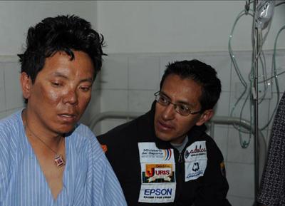 Dawa Sherpa & Patricio Tisalema en el Hospital en Kathmandu