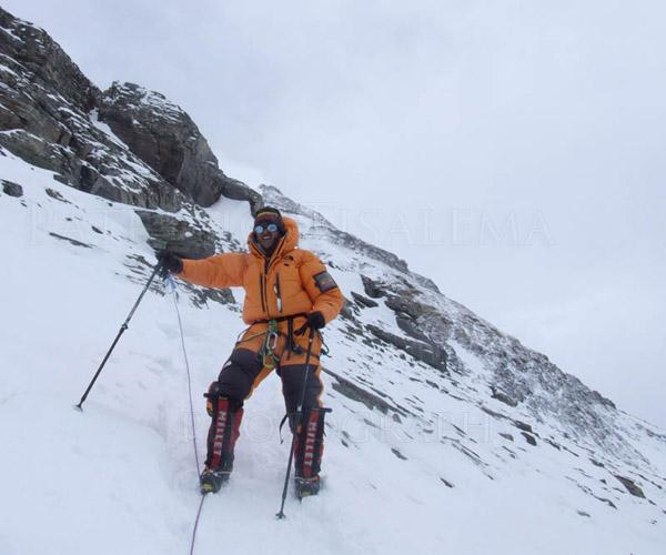 Patricio Tisalema bajando del Everest