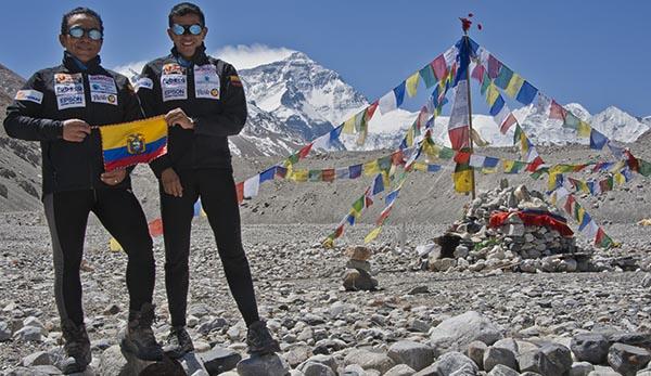 Con su entrenador Rafael Martínez en el campo base del Everest
